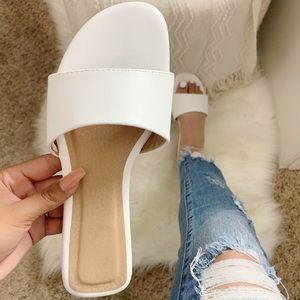 NEW Amelia Sandal- in White